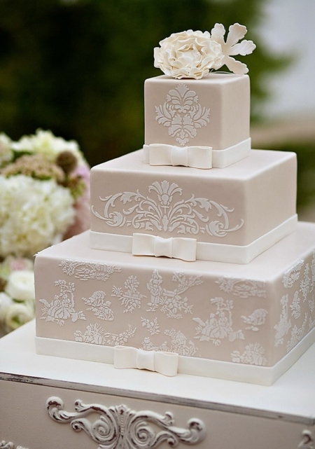 vintage-lace-wedding-cake-1