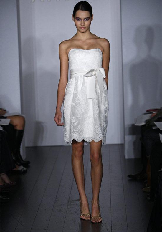 Маленькое белое платье для свадьбы Amsale Ally.