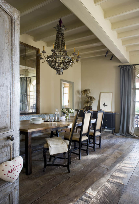 Rustic chic farmhouse brunch at saks loveisabella for Rustic dining room designs